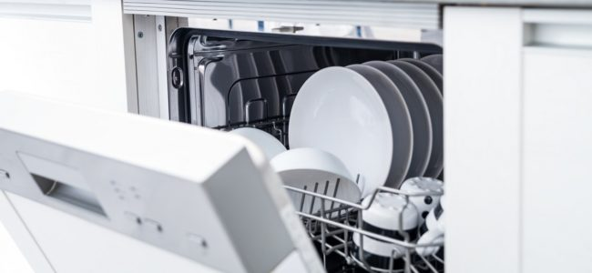 Geschirrspüler reinigen: So pflegen Sie Ihre Spülmaschine
