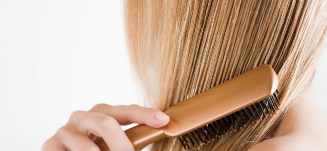 Haarbürste reinigen: Methoden und Tipps