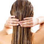 Lange nasse Haare ohne Shampoo.