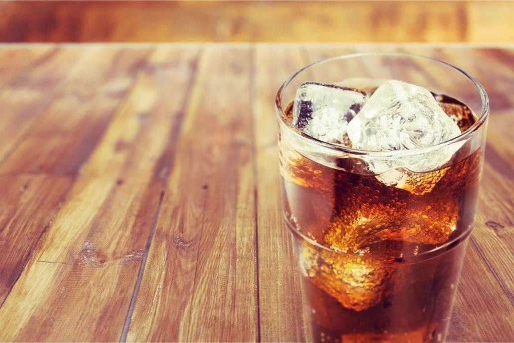 hausmittel cola 6 verwendungsm glichkeiten. Black Bedroom Furniture Sets. Home Design Ideas