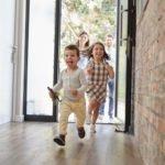 Neue Haustür kaufen: Glas, Holz oder Aluminium? Tipps und Ratgeber