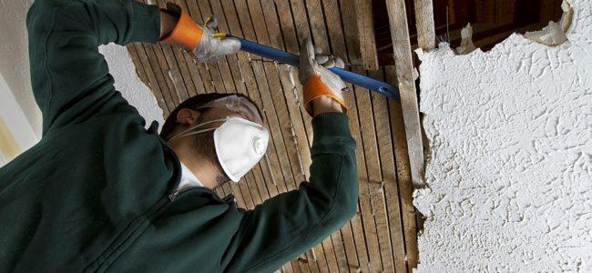 Holzdecke entfernen: Anleitung zum Selbermachen