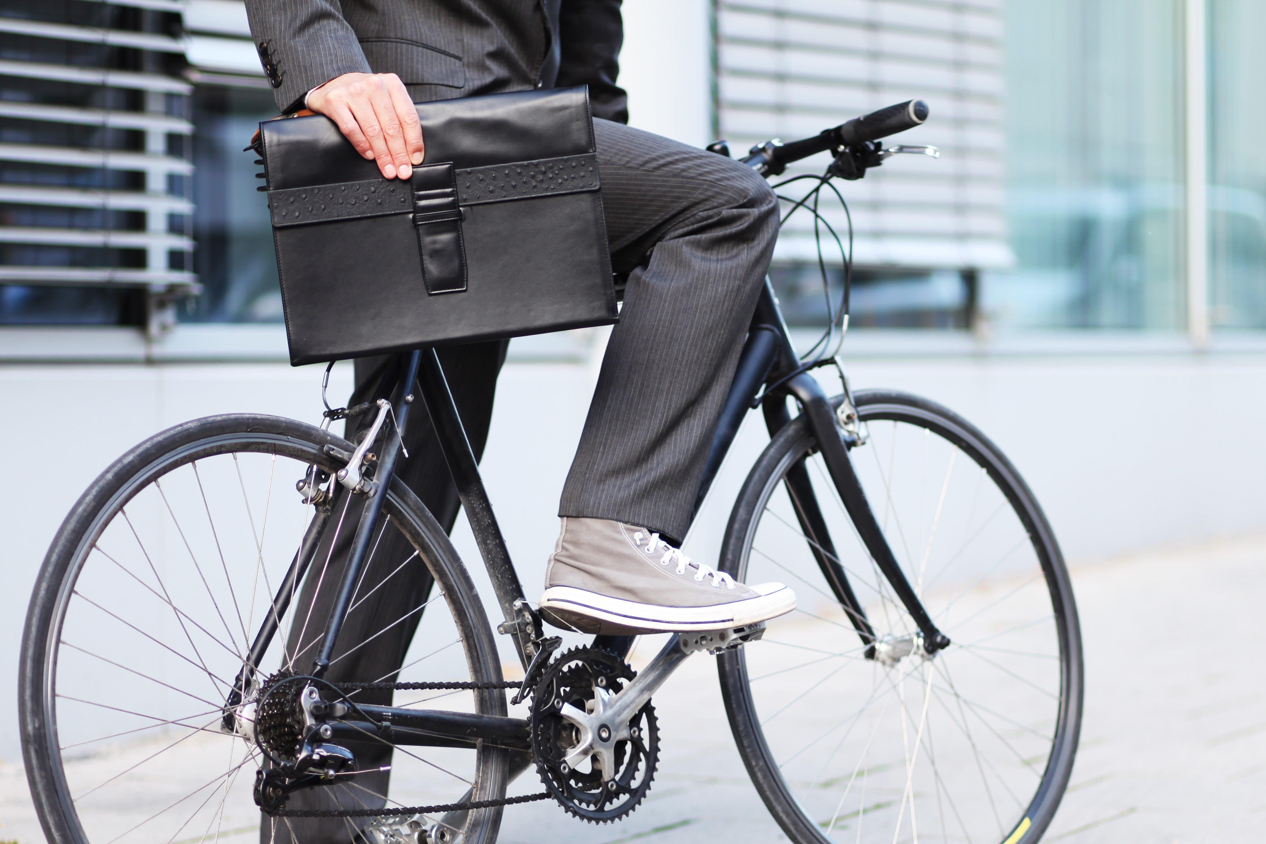 hosenschoner gegen schmutz von fahrradkette. Black Bedroom Furniture Sets. Home Design Ideas