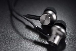 metallische in-ear-kopfhoerer