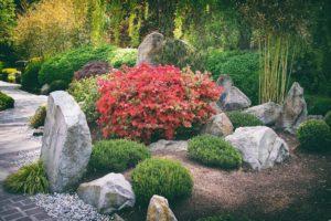Japanischer Garten mit Steinen