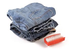 Jeans mit Bürste.