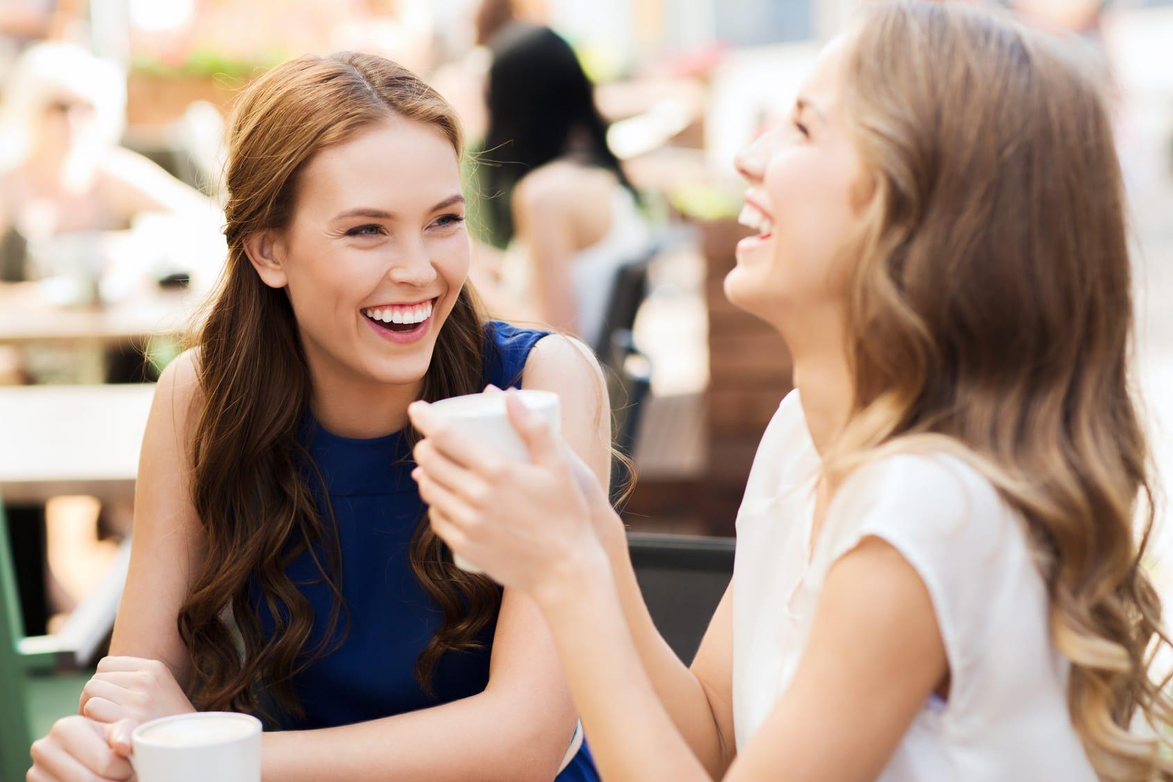Kaffee enthält Koffein – Tee Tein