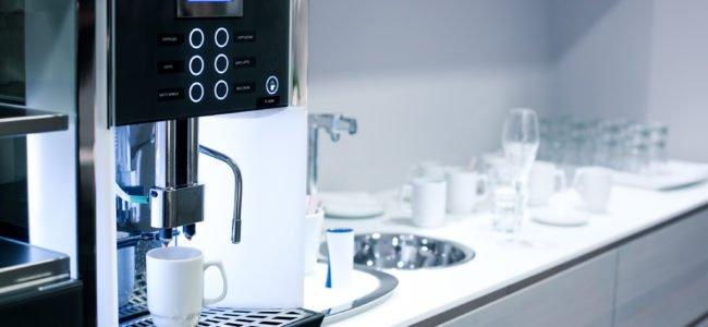 Kaffeemaschine entkalken: So reinigen Sie Ihr Gerät mit verschiedenen Hausmitteln