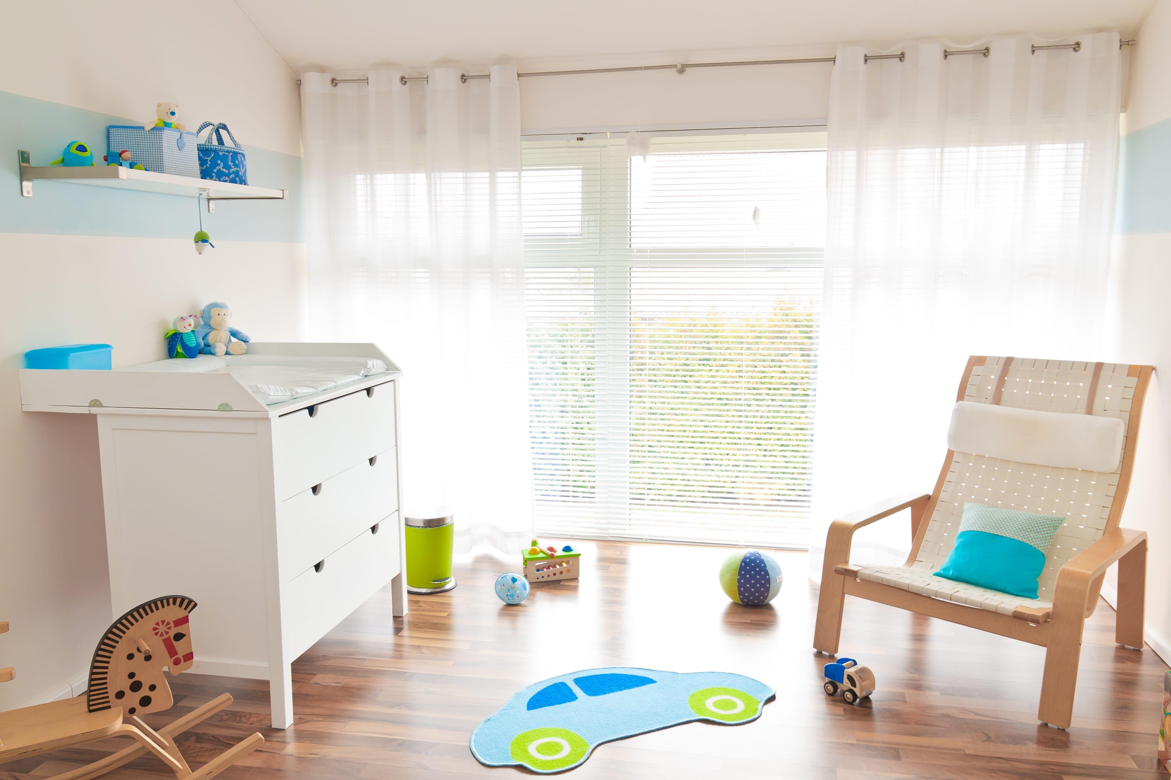 kinderzimmer sicher machen diese 3 tipps sollten eltern beherzigen. Black Bedroom Furniture Sets. Home Design Ideas
