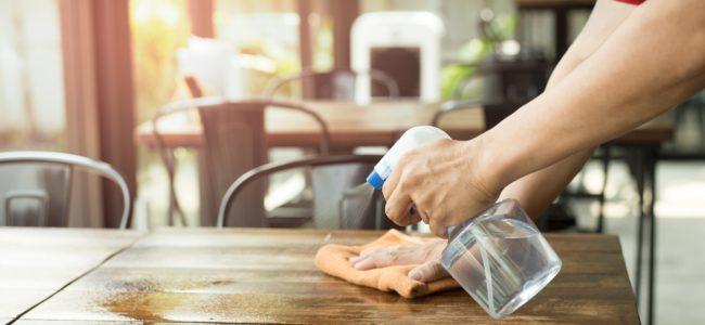 Klebereste entfernen: So geht es schnell und sauber