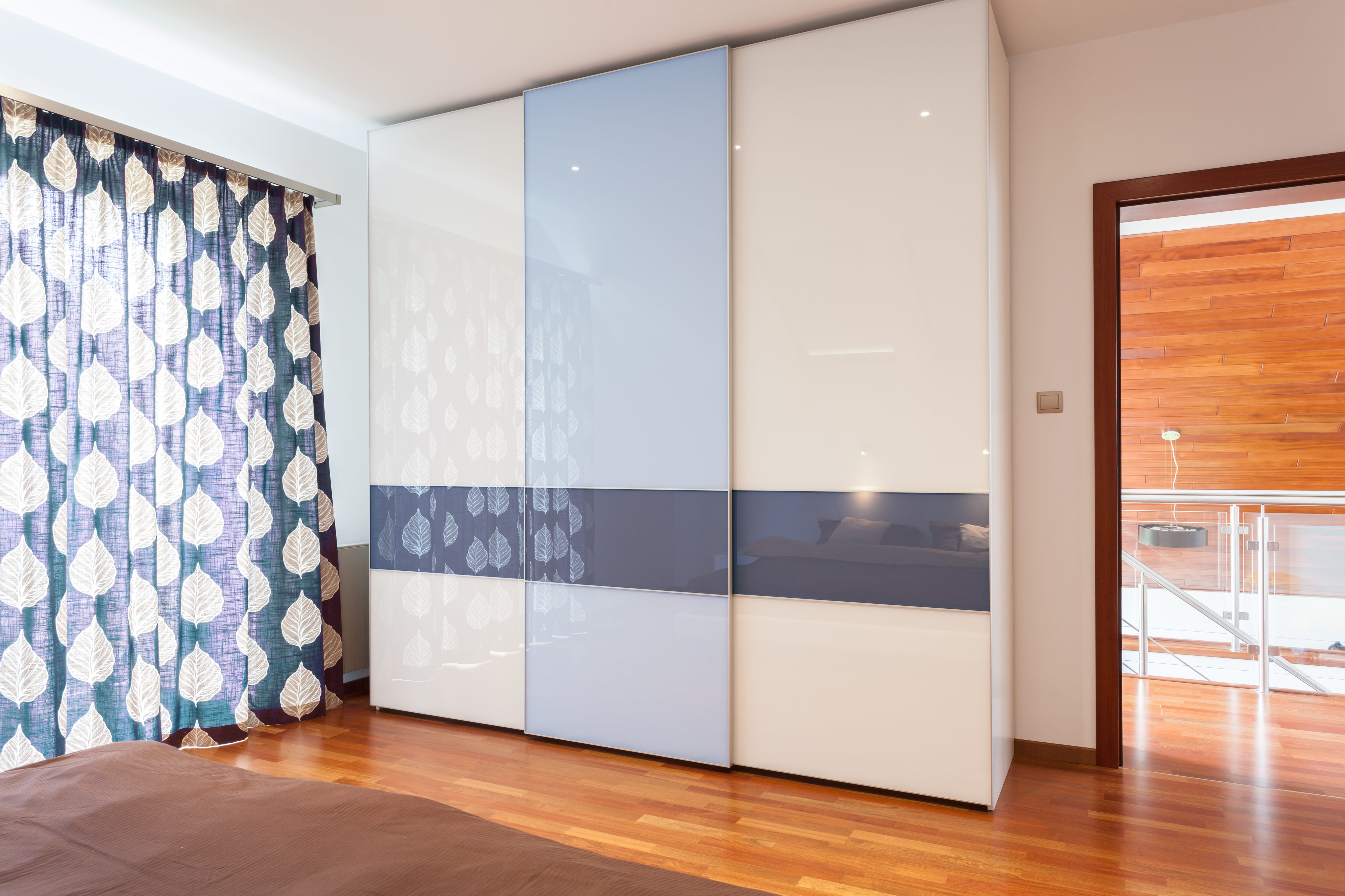 neuer kleiderschrank gesucht worauf sie vor dem kauf achten m ssen. Black Bedroom Furniture Sets. Home Design Ideas