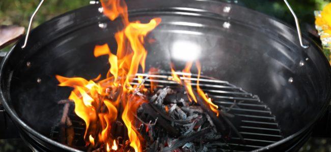 Grill anzünden: Tipps zum richtigen Befeuern von Kohle- und Gasgrill