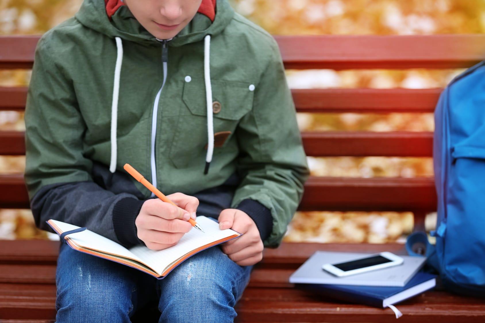 Kugelschreiberflecken entfernen – So geht's!