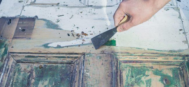 Lack von Holz, Metall oder Kunststoff entfernen: Hausmittel zum Abbeizen
