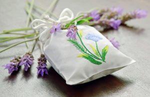 Lavendelsäckchen gegen Schlafstörungen im Alter