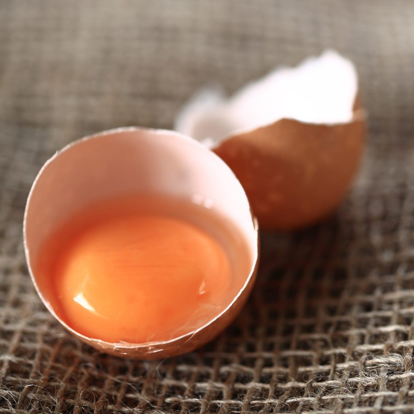 Sind Lebensmittel mit rohem Ei gefährlich?