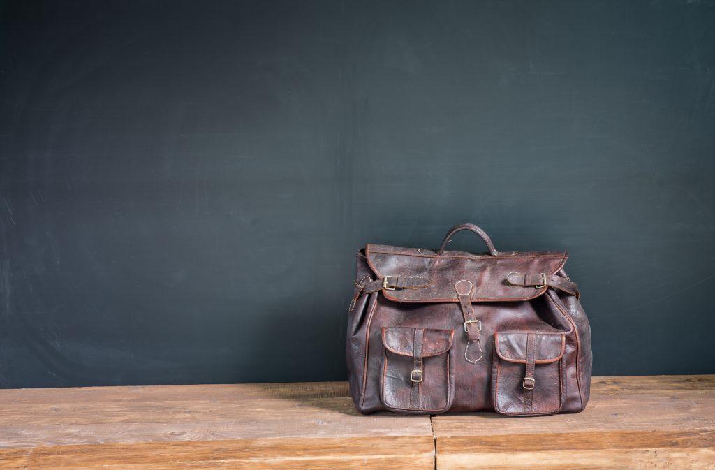 lederhandtasche pflegen 3 wichtige tipps. Black Bedroom Furniture Sets. Home Design Ideas
