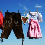 leserhose und dirndl auf wäscheleine