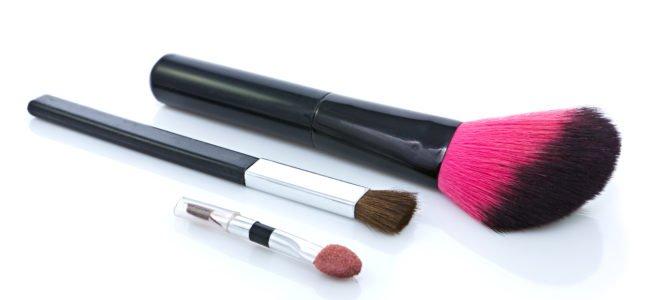 Make-Up-Pinsel reinigen: Anleitung zur Pinselreinigung