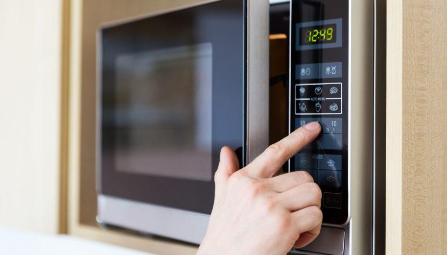 Mit der Mikrowelle kochen – Vorteile und Nachteile