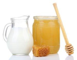heiße milch mit honig bei husten