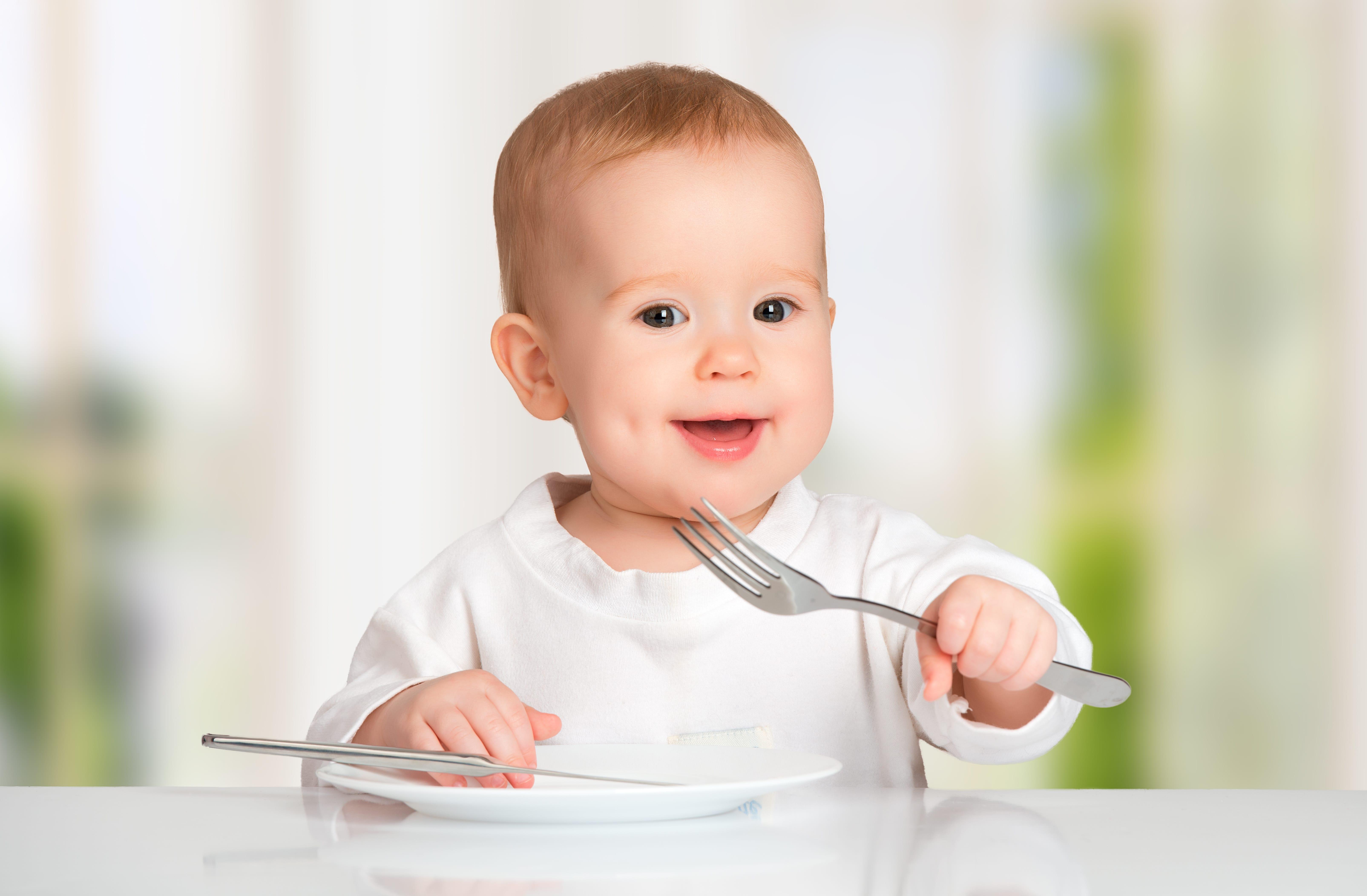 Wie Kinder mit Besteck essen lernen – 4 Tipps & Tricks!