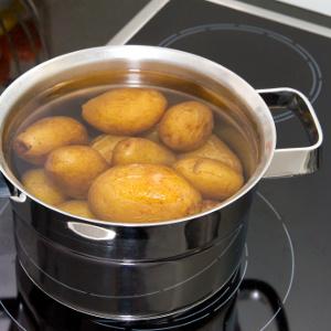 kartoffeln in wasser