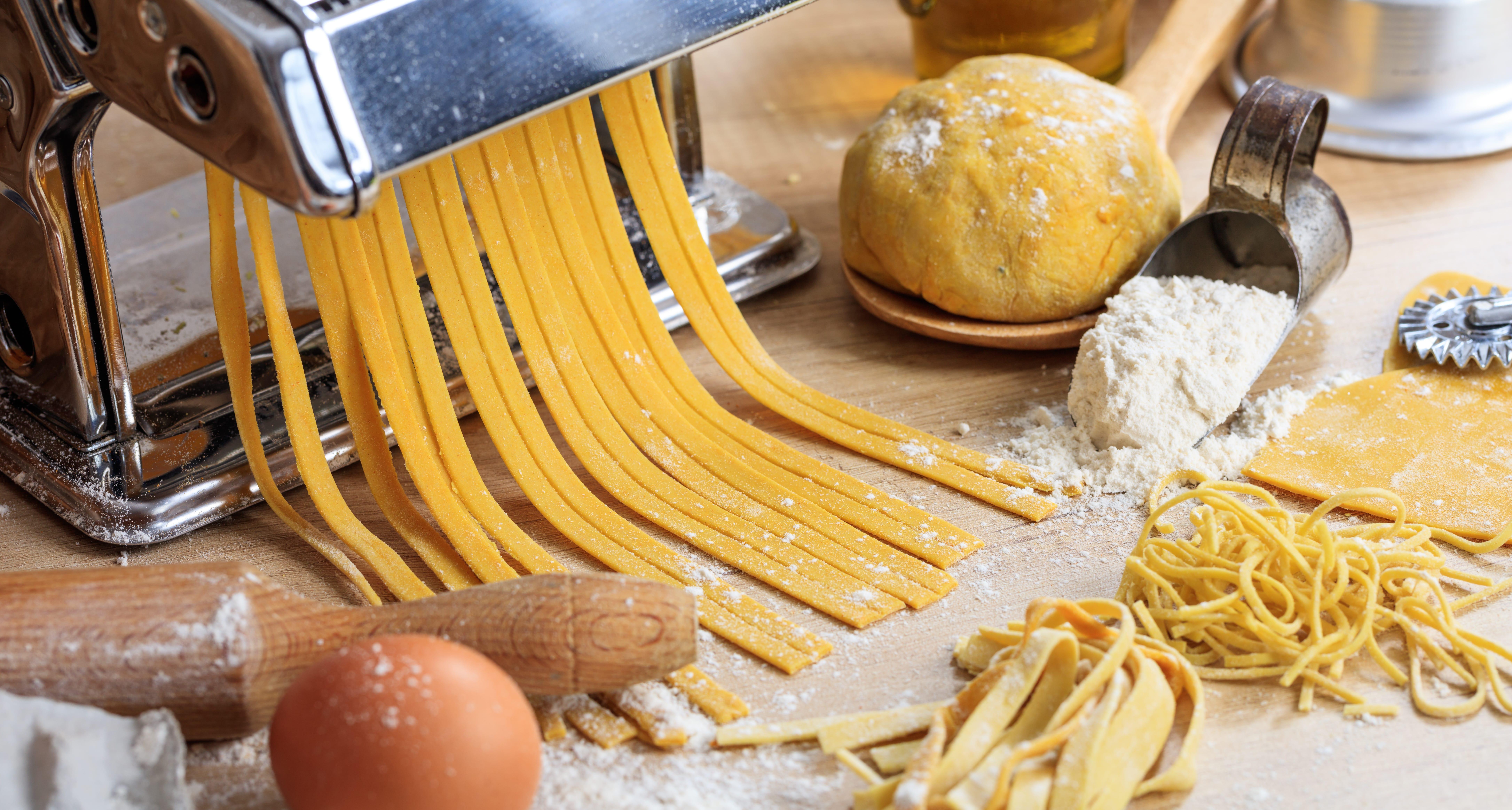 Nudeln selber machen: Einfaches Teig-Rezept & Pasta-Tricks