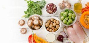 Nüsse, Pilze und andere Lebensmittel für Trennkost.
