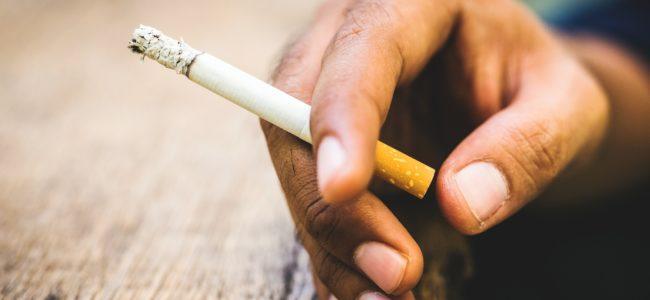 Nikotinflecken entfernen: Mit diesen Hausmitteln gehören Nikotinflecken der Vergangenheit an