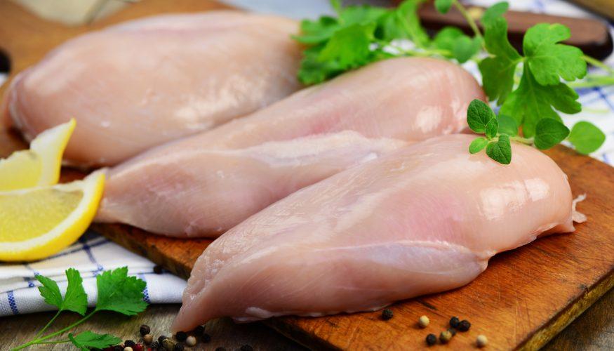 Rohes Hähnchenfleisch – Nicht mit den Händen anfassen?