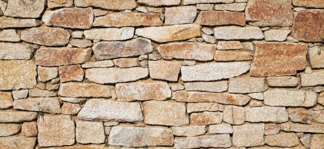 Sandstein reinigen: Methoden zum Reinigen, Pflegen und Versiegeln