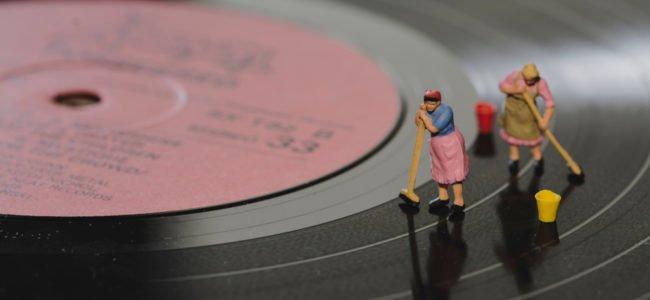Schallplatten reinigen: So pflegen Sie altes Vinyl richtig