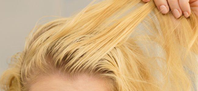 Schnell fettende Haare: Ursachen und Tipps bei fettigen Haaren