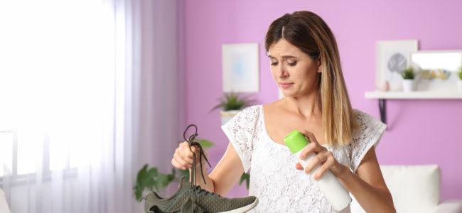 Schuhe desinfizieren: Welche Hausmittel und Produkte sind sinnvoll?