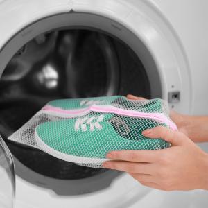 schuhe im waschbeutel