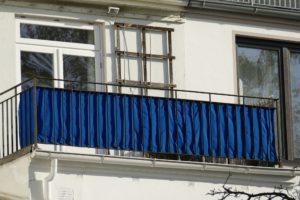 blauer sichtschutz aus stoff