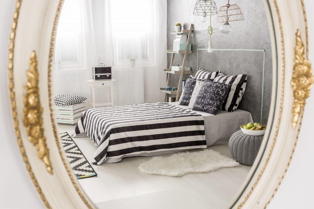 spiegel im schlafzimmer aufh ngen tipps ideen f r ihren schlafraum. Black Bedroom Furniture Sets. Home Design Ideas