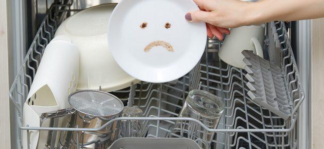 Spülmaschine heizt nicht mehr: Ursachen und wie Sie den Schaden beheben