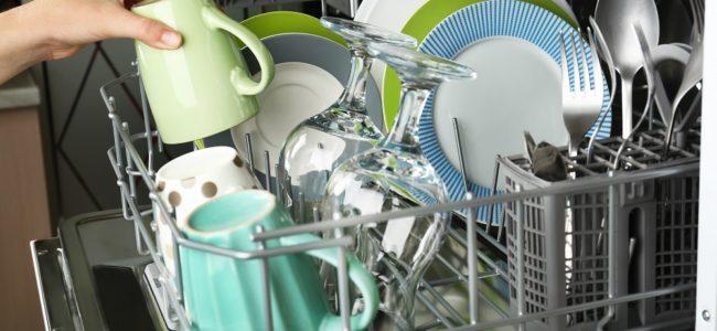 Spülmaschine spült nicht sauber: Wie Sie das Problem beheben