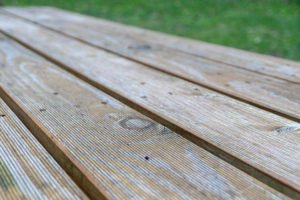 Unbehandeltes Holz reinigen