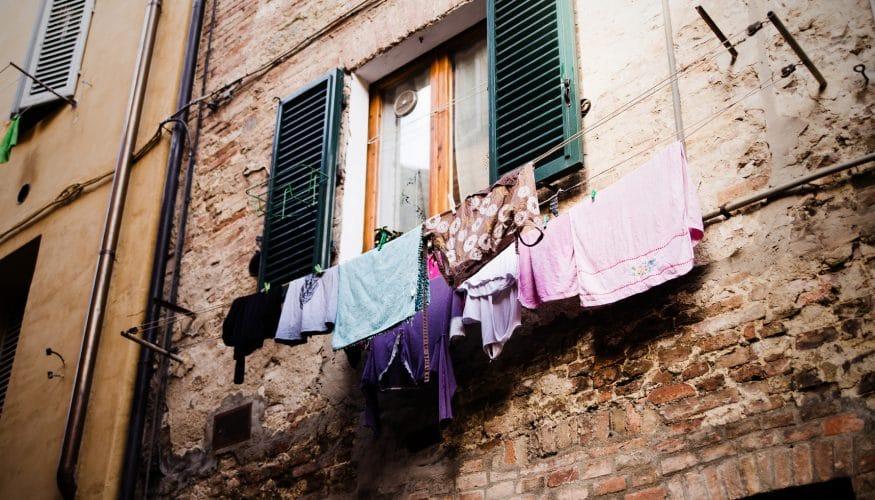 Wäsche ohne Weichspüler waschen – Wird sie dadurch hart?