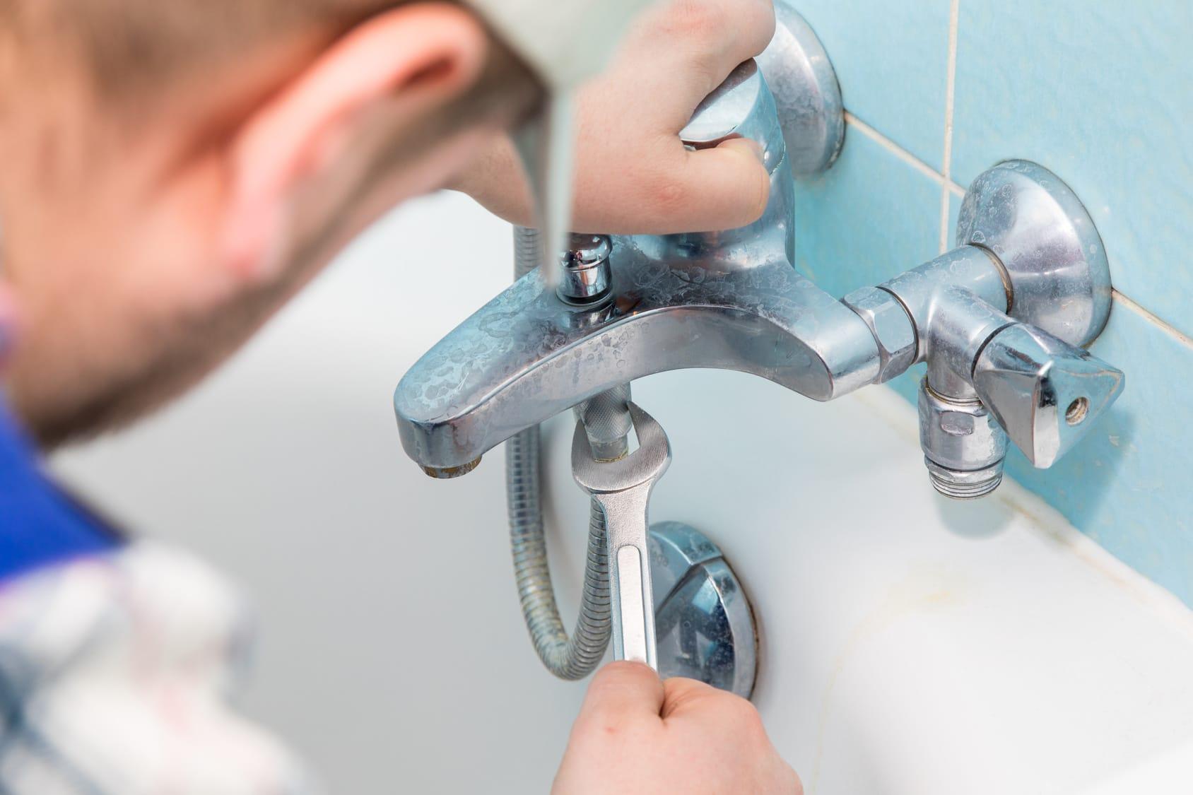 Wasserhahn entkalken: Anleitung und Hausmittel