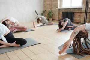 ein yoga-kurs