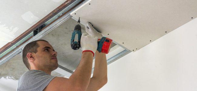 Decke abhängen: Kosten und Anleitung zum Zimmerdecke abhängen
