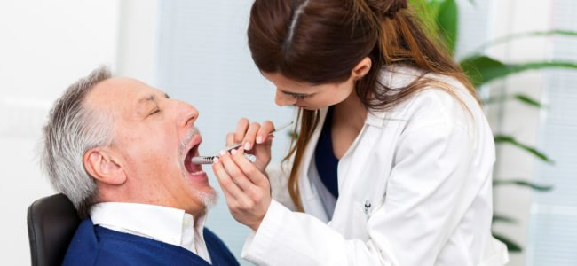Wenn die Zunge brennt: Hausmittel & Tipps gegen Zungenbrennen